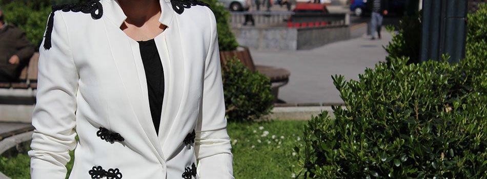 Blazer customizada con hombreras y alamares