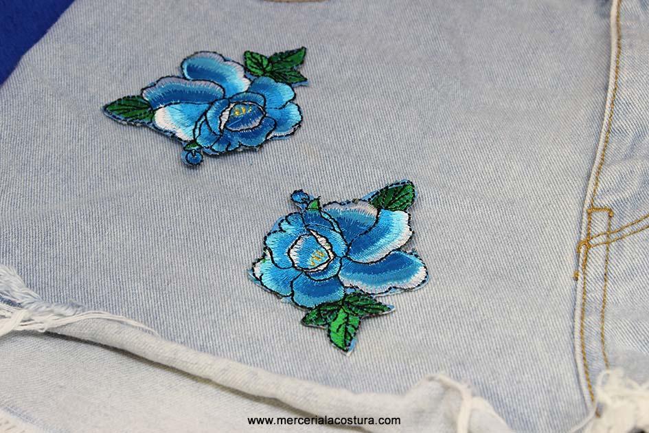 parche_floral_azul_detalle