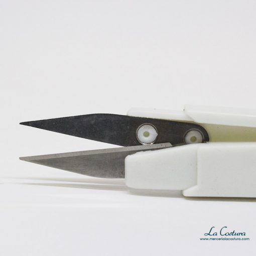 tijera-cortahilos-detalle