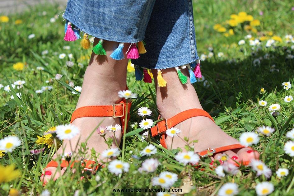 bajos-vaquero-pantalon-borlones-colores-detalle