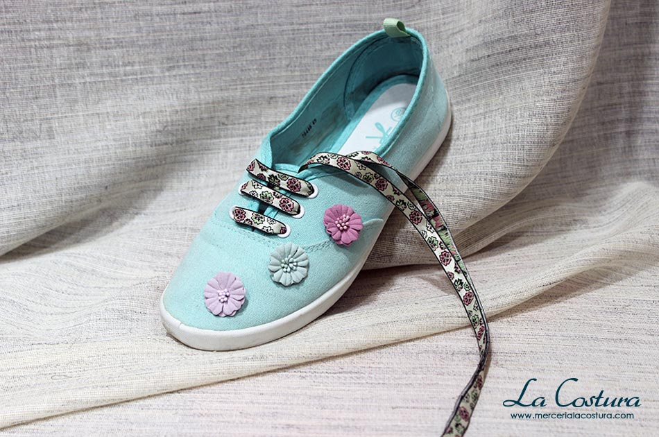 customizar-zapatillas-cordones-estampados-flores