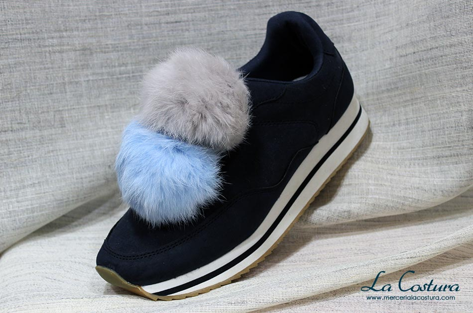 customizar-zapatillas-pompon-gris-azul