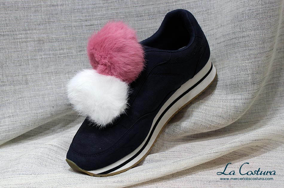 customizar-zapatillas-pompon-rosa-blanco