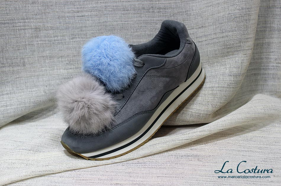 customizar-zapatillas-pompones-gris-azul