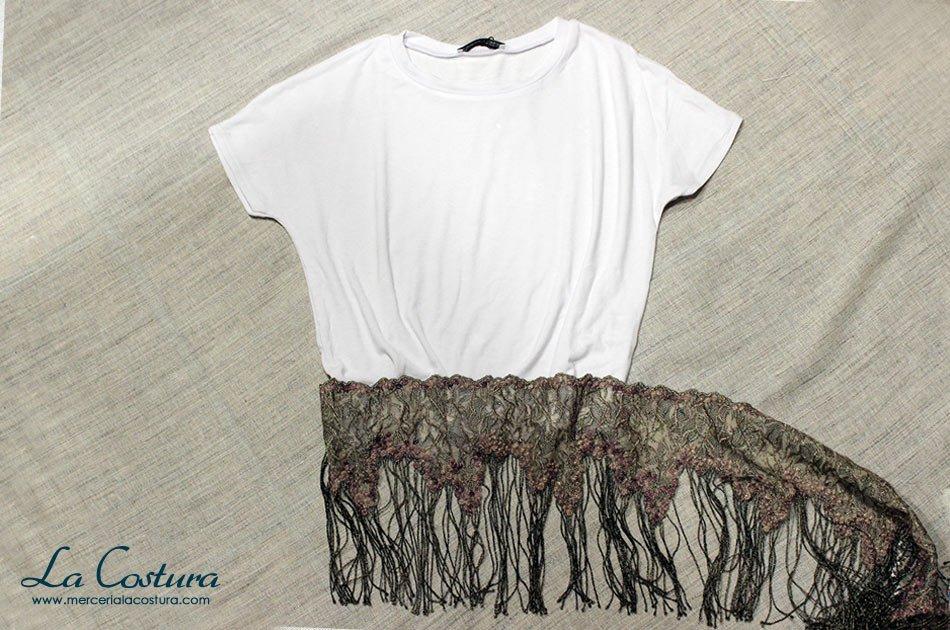 alargar-camiseta-top-crop-blanca-flecos