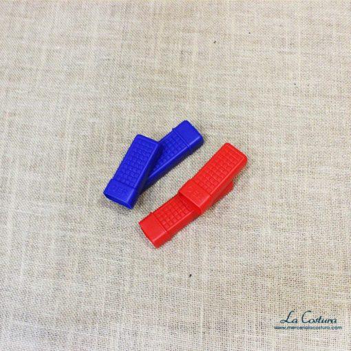 guarda-ganchillos-de-plastico-abierto