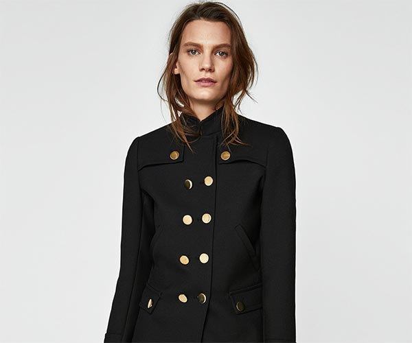 abrigo-pano-botones-metalicos-dorados