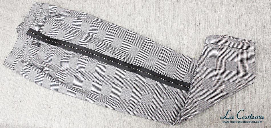pantalon-banda-lateral-cinta-polipiel-tachuelas