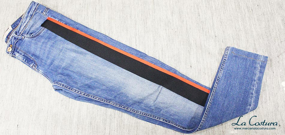 pantalon-banda-lateral-lazo-grosgrain-negro-rojo