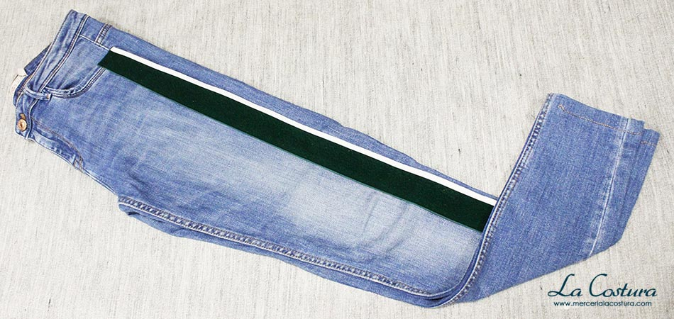 pantalon-banda-lateral-lazo-terciopelo-verde-blanco