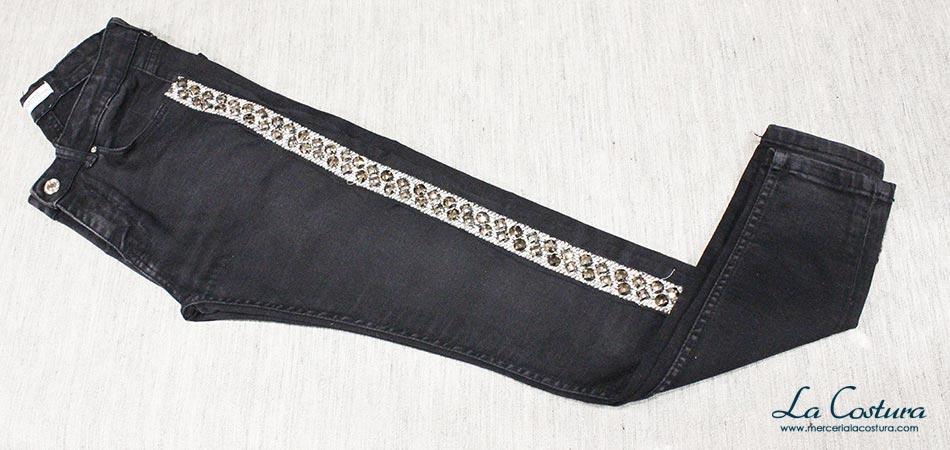 pantalon-banda-lateral-pasamaneria-metalizada-piedras