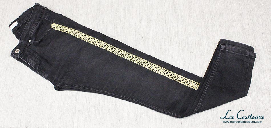 pantalon-banda-lateral-puntilla-hilo-metalizado
