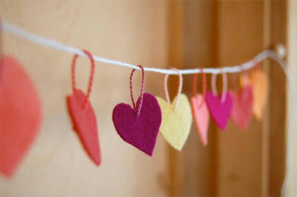cadeneta-corazones-fieltro-san-valentin