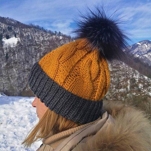 Gorro de lana con pompón de pelo de conejo