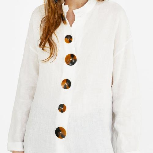 Blusa con botones tamaño maxi