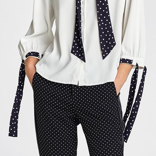 Lazo lunares en mangas de blusa o camisa