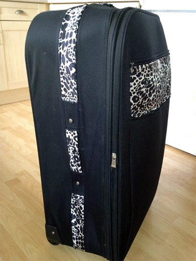 Maleta personalizada con tela o tapacosturas aplicado con pegamento textil