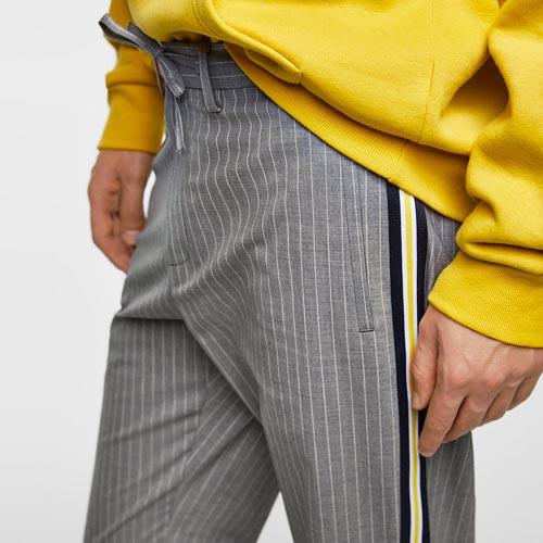 Pantalón hombre de raya diplomática con banda lateral