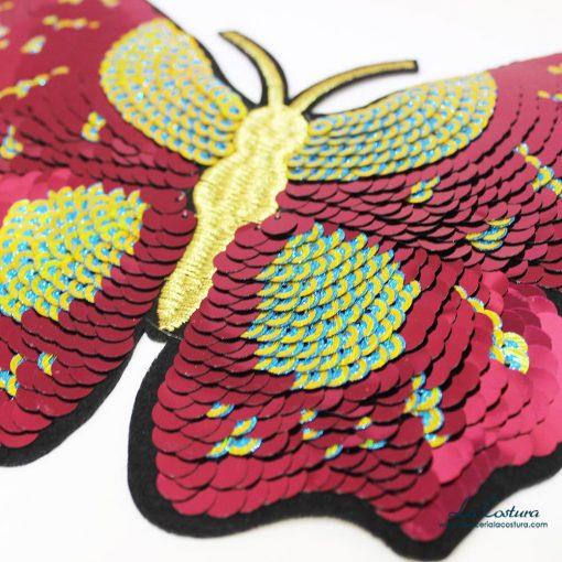 Detalle parche de lentejuelas en forma de mariposa grande