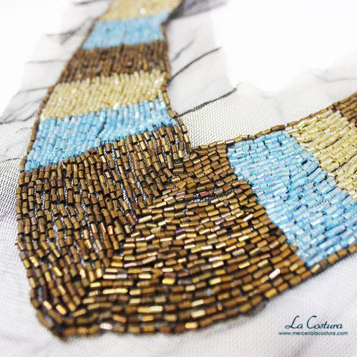 Pechera de canutillo brillante marrón y azul detalle