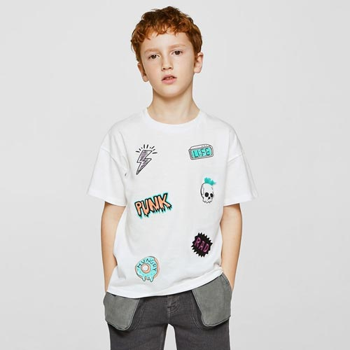 Camiseta niño con parches variados