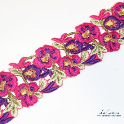 Cinta de flores bordadas