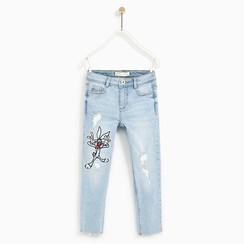 Jeans de niña con parche en pierna