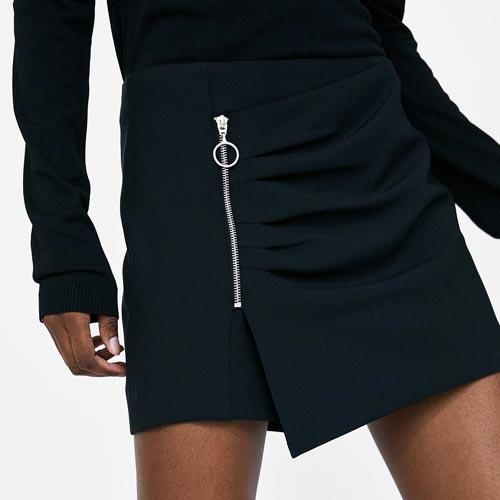 Minifalda con cremallera con tirador de aro