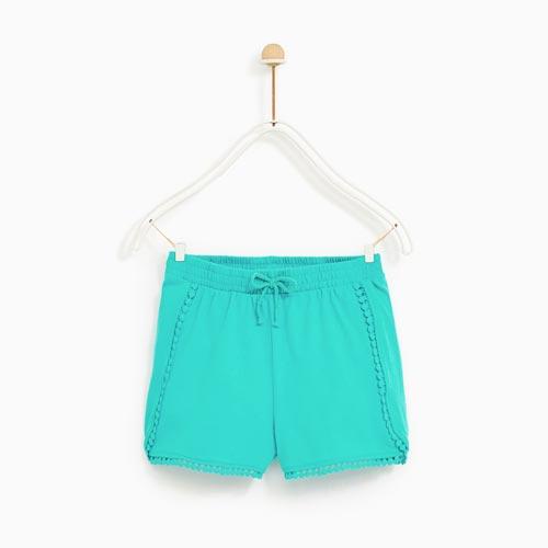 Shorts niña con madroños en bolsillos y bajo