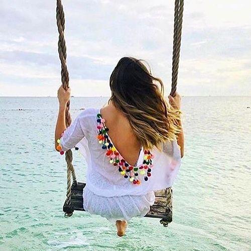 Madroños en espalda de vestido de playa