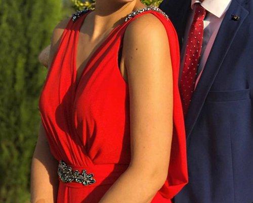 Vestido de boda con aplique en hombros y cintura