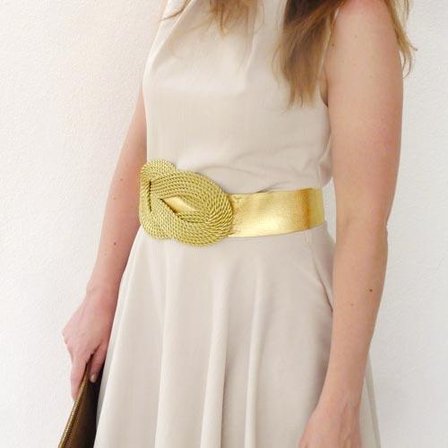 Cinturón elástico dorado con adorno de cordón