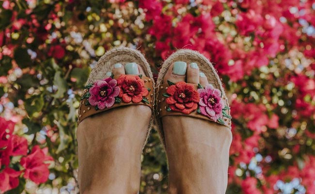 12 maneras DIY de customizar tus alpargatas y sandalias