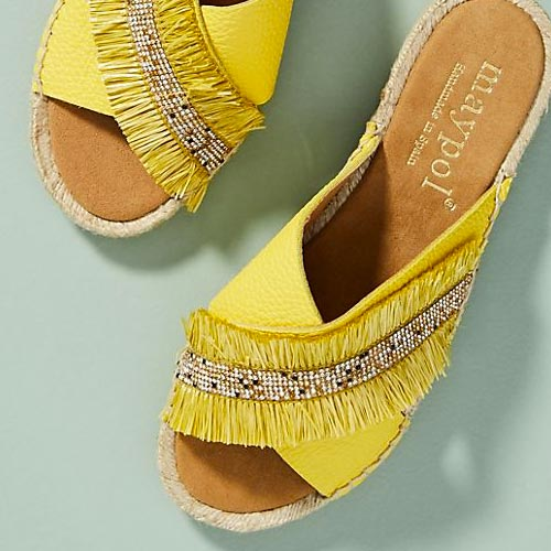 Sandalias con detalle de fleco y pasamanería