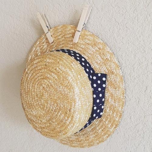 Sombrero de paja con lazo de topos o lunares