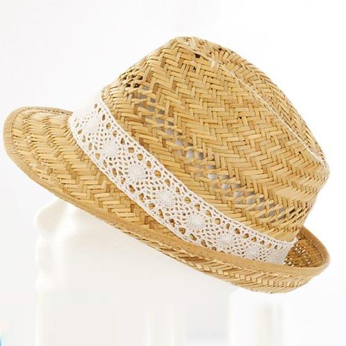 Sombrero de paja con puntilla