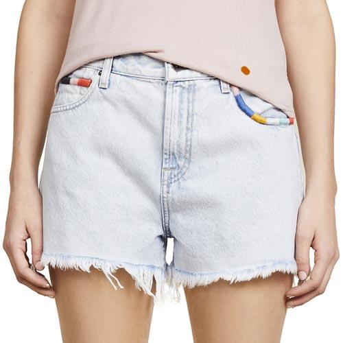 Shorts con bolsillos bordados con hilo multicolor