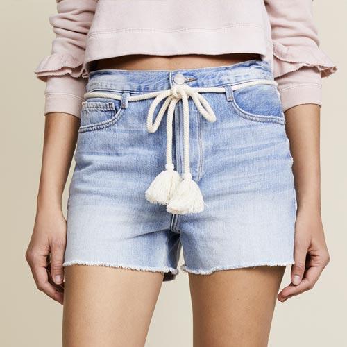 Shorts con cuerda a modo de cinturón y borlón