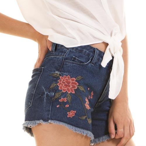 Shorts denim con parche floral
