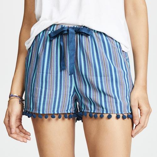 Shorts con madroños y lazo de raso a modo de cinturón