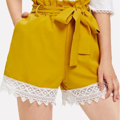 Shorts con detalle de encaje