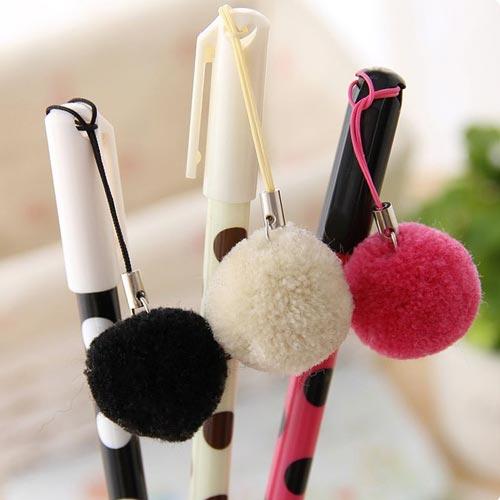 Bolígrafos con detalle de pompón