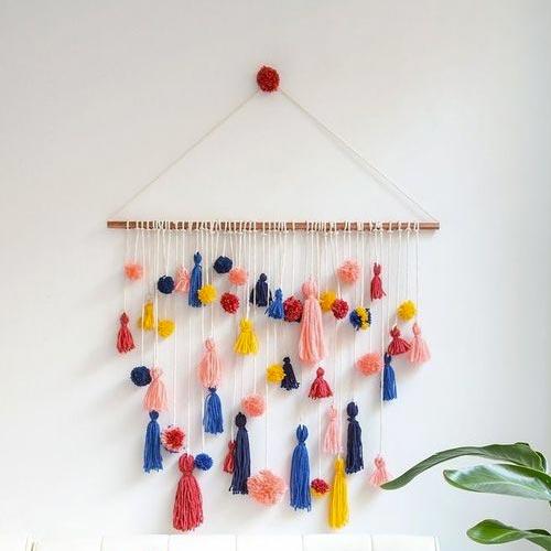 Colgante decorativo de pared con borlas y pompones