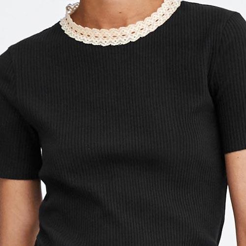 Camiseta de punto con detalle de puntilla en el cuello