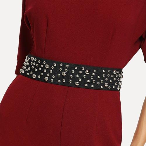 Cinturón elástico con adorno de tachuelas