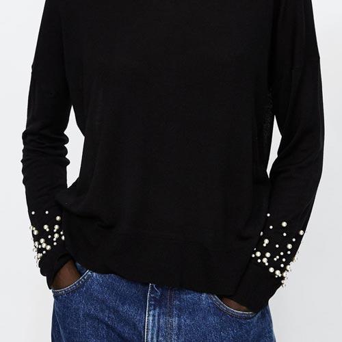 Jersey con adorno de perlas en las mangas