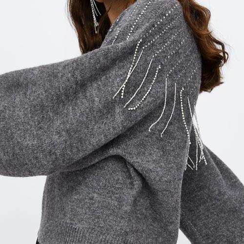 Jersey de punto con flecos de strass