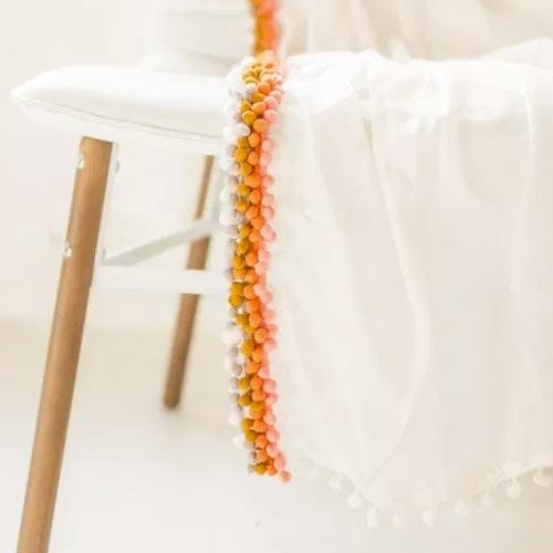Manta con cintas de madroños multicolor