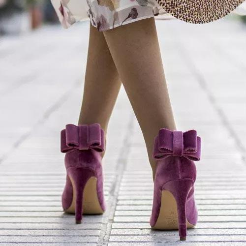 Zapatos de tacón fino con lazada de terciopelo