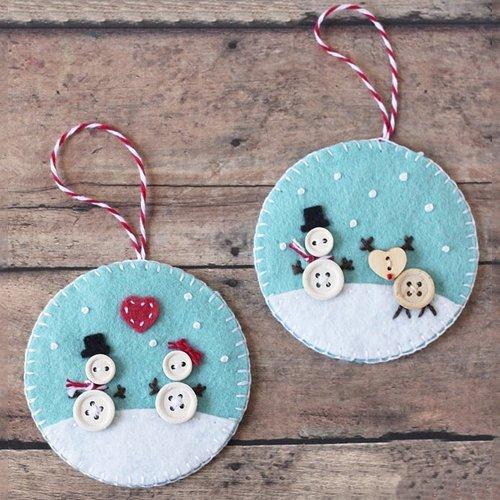 Adorno para el árbol de Navidad con fieltro y botones